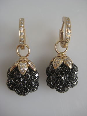#ER027 A CLUSTER OF BLACK DIAMONDS WITH DIAMOND CAPS AND HOOPS