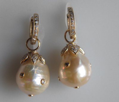 #ER032 DIAMOND SPOTTED BAROQUE PEARLS