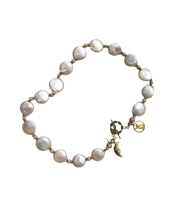 FLAT WHITE PEARLS WITH EMERALD CLASP